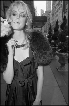 Bruce Gilden Fashion Magnum Photos, Candid Photography, Portrait Photography, Smoking Ladies, Street Portrait, Photographs Of People, Street Photographers, Autumn Street Style, Interesting Faces