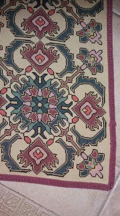 Cross Stitch Designs, Cross Stitch Patterns, Sewing Dolls, Stitch 2, Cross Stitch Embroidery, Crochet, Needlepoint, Diy And Crafts, Bohemian Rug