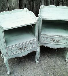 Home decor has at all times been a passion. The best thing of producing pallet furniture is that the majority of the designs are simple Do It Yourself (DIY) ideas that demands little hard work and … Old Furniture, Pallet Furniture, Estilo Shabby Chic, Reuse, Nightstand, Table, Diy, Dressers, Design