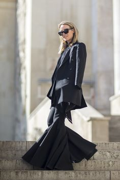 Paris Fashion Week street style (Vogue.com UK) Street Chic, Street Style, Only Fashion, Ss 15, All About Fashion, Bell Bottoms, Duster Coat, Paris Fashion, Jackets