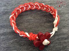 Nelipsită în luna mărţişorului, brăţara în culorile roşu şi alb din şnur, cu inchizătoare floare din lemn. bijuterii.micky@gmail.com