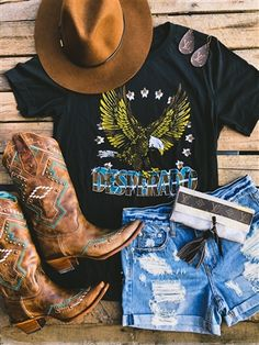 Southern Fried Chics is the fastest growing online boutique. With southern inspired clothing as well as our very own Southern Fried Chics Collection. Outfits With Hats, Hot Outfits, Fall Outfits, Black Hat Outfit, Cute Concert Outfits, Black Women Fashion, Fashion Fall, Fashion Edgy, Style Fashion