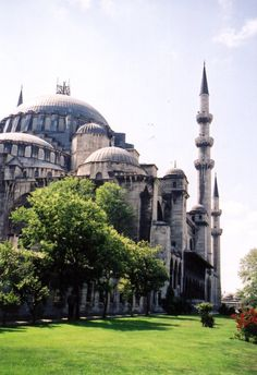 The blue mosque in front of Hagia Sofia, Istanbul, turkey