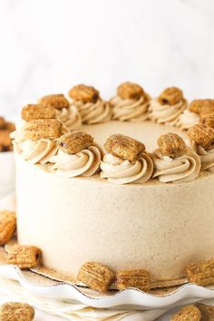 This Churro Layer Cake has tender, moist layers of cinnamon cake all covered with a creamy cinnamon buttercream! Churro Cake, Challenge Butter, Goody Recipe, Smooth Cake, Cinnamon Cake, Cake Recipes, Dessert Recipes, Truck Cakes, Cake Batter