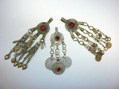 Kleine Tribalanhänger mit roten Glassteinen von Melach auf DaWanda.com