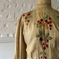 Items similar to Edwardian Blouse - Cherry Basket Embroidered - Silk Blouse - Antique - Historical Costume on Etsy Edwardian Dress, Edwardian Fashion, Vintage Fashion, Medieval Fashion, Edwardian Era, Women's Fashion, Historical Costume, Historical Clothing, Kurti Embroidery Design