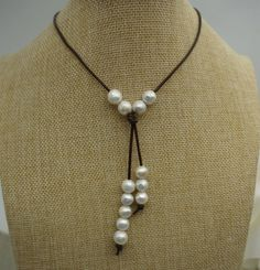 Alto lustre, ronda collar de perlas, collar de perlas cuero, agua dulce blanco collar de perlas, perla de cuero luz Brwon, Le1-014