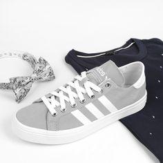 https://www.sooco.nl/adidas-courtvantage-grijze-lage-sneakers-25993.html