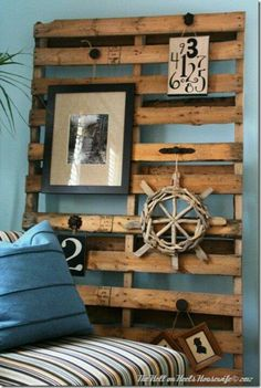 Pallet - Pallet wall decor - tons of reclaimed pallet projects! Diy Wood Pallet, Pallet Crafts, Wooden Pallets, Pallet Projects, Diy Projects, Pallet Art, Pallet Walls, 1001 Pallets, Pallet Ideas For Walls