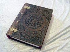 Wooden/Wood Book of Shadows / Journal / Visual Diary / Notebook / Spell Book - Celtic Knot Blank Book Mode Halloween, Wood Book, Blank Book, Celtic Art, Celtic Dragon, Magic Book, Handmade Books, Handmade Journals, Handmade Crafts