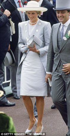 Kate Middleton and Diana share the same style, says designer Elizabeth Emanuel, but the two young royals are very contrasting women Princess Diana Fashion, Princess Diana Family, Princess Of Wales, Queen Elizabeth, Lady Diana Spencer, Princesa Diana, Kate Middleton, Ascot Ladies Day, Royalty