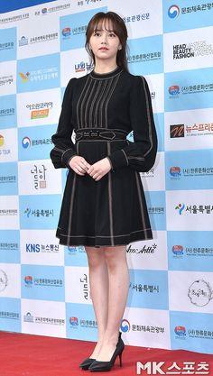 Kim So Hyun Fashion, Kim Sohyun, Bae Suzy, Best Friend Quotes, Show Photos, Korean Actresses, Korean Beauty, Fashion Beauty, Vest