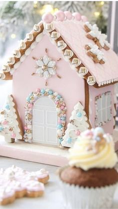 Trendy Ideas For Cookies Christmas House Ginger Bread Cool Gingerbread Houses, Gingerbread House Designs, Gingerbread House Parties, Christmas Gingerbread House, Gingerbread Cookies, Gingerbread House Decorating Ideas, Pink Christmas Decorations, Christmas Sweets, Christmas Goodies