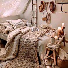 Small Room Bedroom, Room Ideas Bedroom, Home Decor Bedroom, Bedroom Ideas For Small Rooms Cozy, Bedroom Inspo, Bedroom Inspiration Cozy, Comfy Room Ideas, Boho Teen Bedroom, Bohemian Bedroom Design