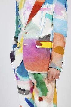 mode et art : costume d'homme fabriqué avec du textile peint par l'artiste hollandais Bonno Van Doorn, taches