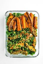 5 simple lunch dishes to take away- 5 einfache Lunch-Gerichte zum Mitnehmen How about a sweet potato, kale and quinoa salad for lunch? Best of all, we can prepare it easy. There are even more recipes for Meal Prep style-magazin. Kale Quinoa Salad, Quinoa Salat, Kale Salad Recipes, Sweet Potato Kale, Roasted Sweet Potatoes, Seafood Recipes, Vegetarian Recipes, Healthy Recipes, Recipes Dinner