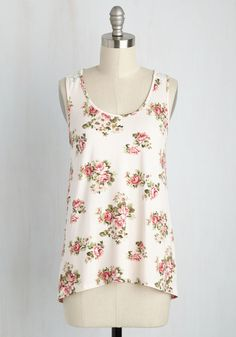 There's nothing like sunshine, a crisp breeze, and this knit tank to motivate tending to your task list! Providing a fresh start with its delicate floral print, white lace back panel, and flattering high-low hem, this pale pink top means you can cross 'excellent outfit' off the agenda first!