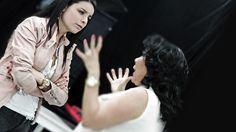 Una charla entre Violeta Isfel e Irene Moreno.