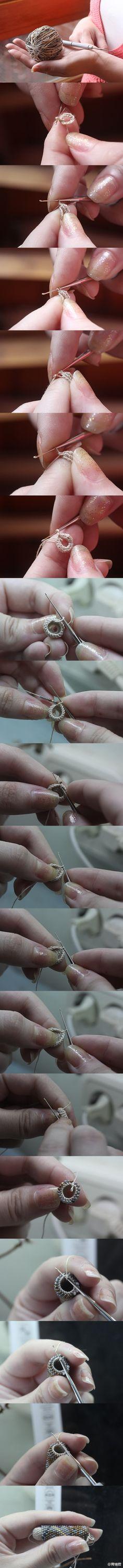 #Bead Crochet#开始想念珠钩了……这种链条,比起串得编得其实钩得反而更齐整些,就是先把珠子一口气串完这点……_(:з」∠)_,要是想再拼个什么图案出来?数珠子这步就累不爱……不过还是狠喜欢啦><,如果换了亮片来钩,又是另一种效果了~