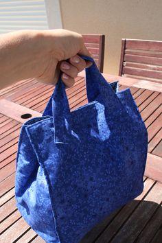 Lunch bag bleu idéal pour emporter son pique-nique de midi ou un petit goûter : Autres sacs par belleanna