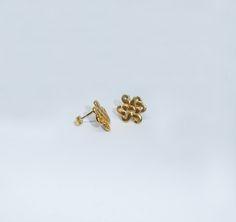 Brincos Roseta em prata com banho de ouro +info: joias.she@gmail.com