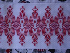 Swedish Embroidery, Towel Embroidery, Embroidery Stitches Tutorial, Hand Embroidery Patterns, Huck Towels, Swedish Weaving Patterns, Monks Cloth, Running Stitch, Bargello