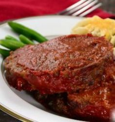 Slow Cooker Meatloaf Recipe: Just 10 minutes of prep time and you can come home to a delicious and healthy dinner! | via @SparkPeople #food #family #Crockpot #beef