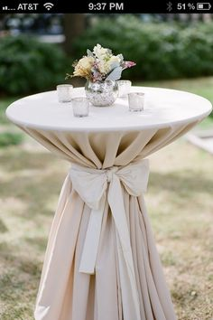 White and Gold Wedding. Romantic Cocktail Table.