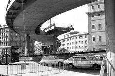 Desmantelamiento del escaléxtric Glorieta de Atocha. Madrid, marzo de 1985