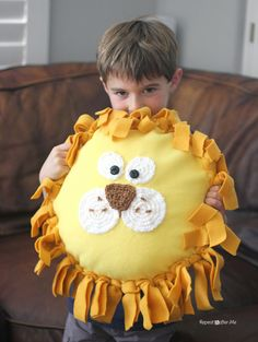 No-Sew Fleece Lion Pillow using the Skip-Stitch Fringe Blade - Repeat Crafter Me (sock crafts no sew) Tie Pillows, Fleece Tie Blankets, No Sew Fleece Blanket, No Sew Blankets, Sewing Pillows, Fleece Crafts, Fleece Projects, Easy Sewing Projects, Fabric Crafts