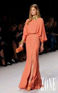 Elie Saab Erste Fotos, P-É 2011 - Konfektion - Ultimative Kleiderkollektion Couture Fashion, Hijab Fashion, Fashion Dresses, Formal Dresses For Women, Elegant Dresses, Dresses Dresses, Wedding Dresses, Gowns With Sleeves, Couture Dresses
