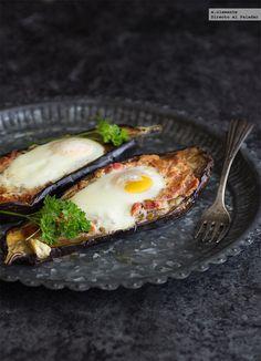 huevos al nido en bere. Light Recipes, Egg Recipes, Healthy Recipes, Love Food, A Food, Food And Drink, Fried Eggplant Recipes, Tapas, Savoury Dishes