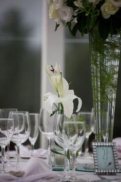 Detalhe do número das mesas… Delicado e personalizado <3