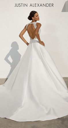 Wedding Dress 88021 by Justin Alexander - Search our photo gallery for pictures of wedding dresses by Justin Alexander. Find the perfect dress with recent Justin Alexander photos. Lace Wedding Dress, Classic Wedding Dress, Used Wedding Dresses, Backless Wedding, Girls Formal Dresses, Nice Dresses, Bridal Gowns, Wedding Gowns, Wedding Venues