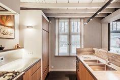 Les architectes du studio belge Juma Architects sont à l'origine de cette fabuleuse rénovation d'une vieille ferme en brique. La preuve en images.