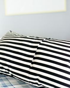 No Sew Pillow Case. I will be doing this for the throws that came with my couch.