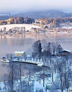 Winter mood at the Mondsee (lake) in Salzkammergut, Austria | by Harald Lenzeder
