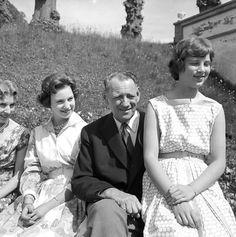 scanpix:  Queen Ingrid, Princess Benedikte, King Frederik and Princess Anne-Marie, May 1960