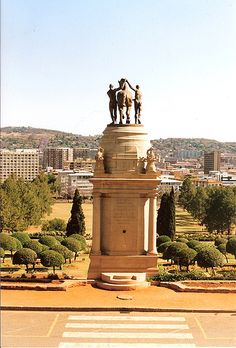 First World War memorial in the Union Buildings garden - Pretoria - South Africa. Pretoria, Jacob Zuma, Places To Travel, Places To See, Travel Stuff, Travel Around The World, Around The Worlds, Namibia, Out Of Africa