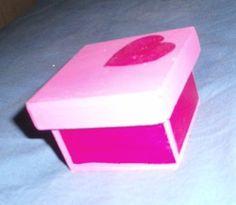 Caja de fibrofacil pintada a mano
