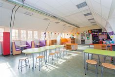 Basisschool Trudo in Eindhoven zag opslagzolder veranderen naar multifunctioneel leerplein.  Calm Classroom, Classroom Decor, Life Learning, Learning Spaces, Co Teaching, After School, Childcare, Eindhoven, Education