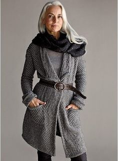 Sweater is pretty but I love the age representation of this woman and her gorgeous graying long haiir! Long Sweater Coat, Long Sweaters, Grey Sweater, Eileen Fischer, Yasmina Rossi, Mode Chic, Advanced Style, Going Gray, Over 50 Womens Fashion