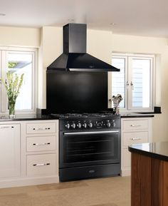 The Professional + FX 90, allows you to split the oven in half with its energy saving feature. This versatile range cooker is prefect for any meal, from large family feasts to simple dinners for two #Falcon #FalconAustralia #family #cooker #energysaving #feast #oven #kitchen #kitcheninspo #homeinspo #inspiring #sleek #black #StainlessSteel #stovetop #hotplate