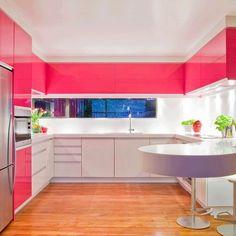 Decorar cozinha pequena não é uma tarefa fácil. É preciso levar em consideração alguns pontos para ter a decoração de cozinha pequena ideal. Clique na foto e veja dicas imperdíveis!