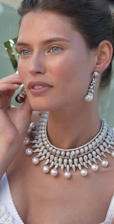 diamond and pearl necklace, perfect for an Indian bride at her wedding reception. Bianca Balti