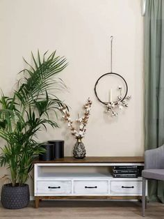 Rustikální televizní stolek KOLMAR je vyroben z kvalitního masivního borovicového dřeva a ošetřen voskem. Vosk je ručně nanášen štětcem. V naší nabídce můžete vybírat z více barevných variant vosku. Standardním odstínem kolekce KOLMAR je antická bílá kombinovaná s hnědým voskem. Floating Nightstand, Furniture, Home Decor, Design, Floating Headboard, Decoration Home, Room Decor, Home Furnishings