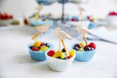 Server disse søte fruktkoppene i muffinsformer - supert i kombinasjon med muffins! Snacks, Cake, Desserts, Food, Tailgate Desserts, Appetizers, Deserts, Kuchen, Essen
