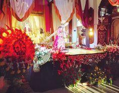 #Ahora A iniciado el segundo día de Velación con hermosas #FloresParaCristoRey a sus pies y en todo su alrededor! Vienes a dejar tus flores?