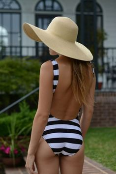 Beach hat and stripes (with beach hat) #essenzadiriviera.com