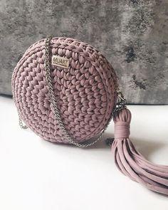 Crochet Cute Bags, Beach Bag, and Handbag Image Pattern for 2019 Crochet Backpack, Bag Crochet, Crochet Handbags, Crochet Purses, Crochet Clothes, Knitting Patterns, Crochet Patterns, Macrame Bag, Crochet Round